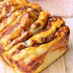 Quick and Easy Pull-Apart Pumpkin-Caramel Bread