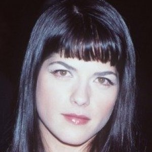 hot sale online 21349 e11a7 The Stunning Transformation of Selma Blair